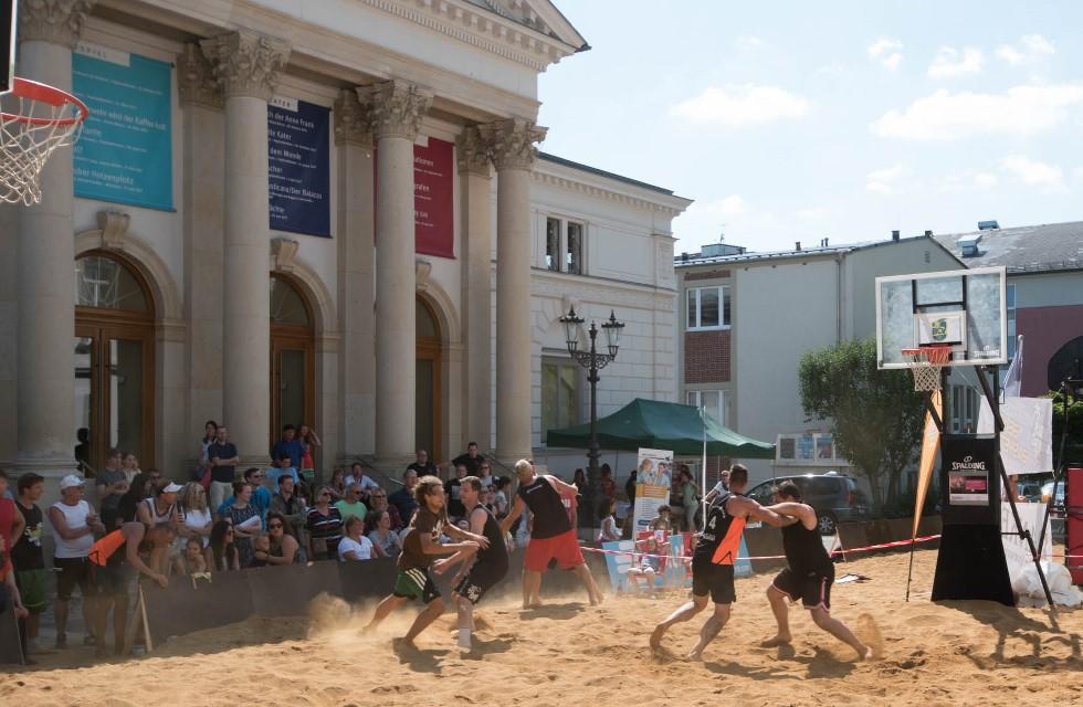120 Tonnen Sand sorgen in Plauen für Strandfeeling