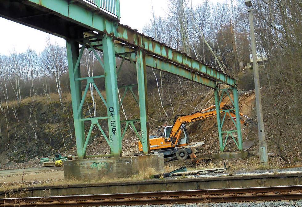 Chrieschwitz: Alte Bahn-Brücke wird abgerissen