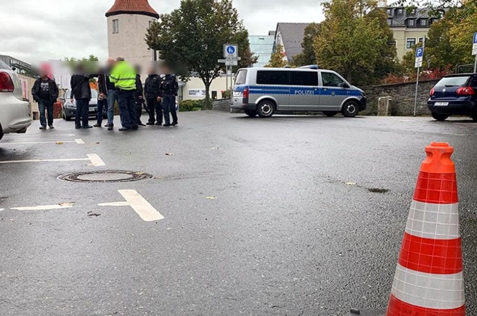 Drei Personen in Plauen bei Messerstiche verletzt