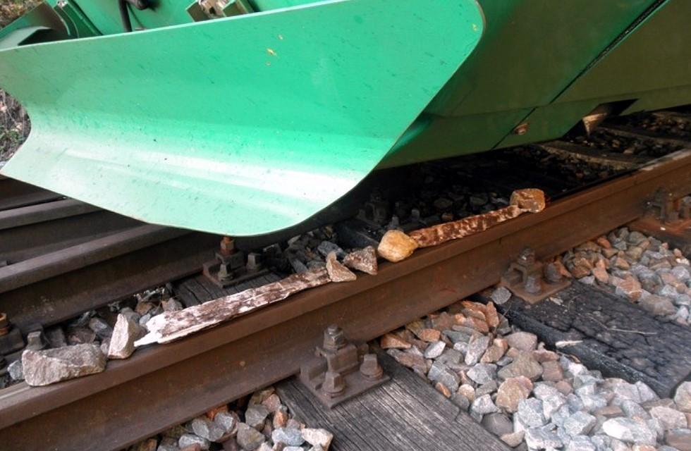 Unbekannte legen in Plauen Steine auf Bahngleise