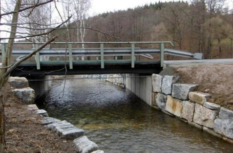Hundsgrün: Zerstörte Brücke ist wieder befahrbar