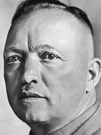 Führerkult mit grotesken Zügen: Selbst den nasenbreit gestutzten Oberlippenbart trug Mutschmann wie Adolf Hitler. Fotos(3): Verwaltungsbericht der Kreisstadt Plauen 1931-1933