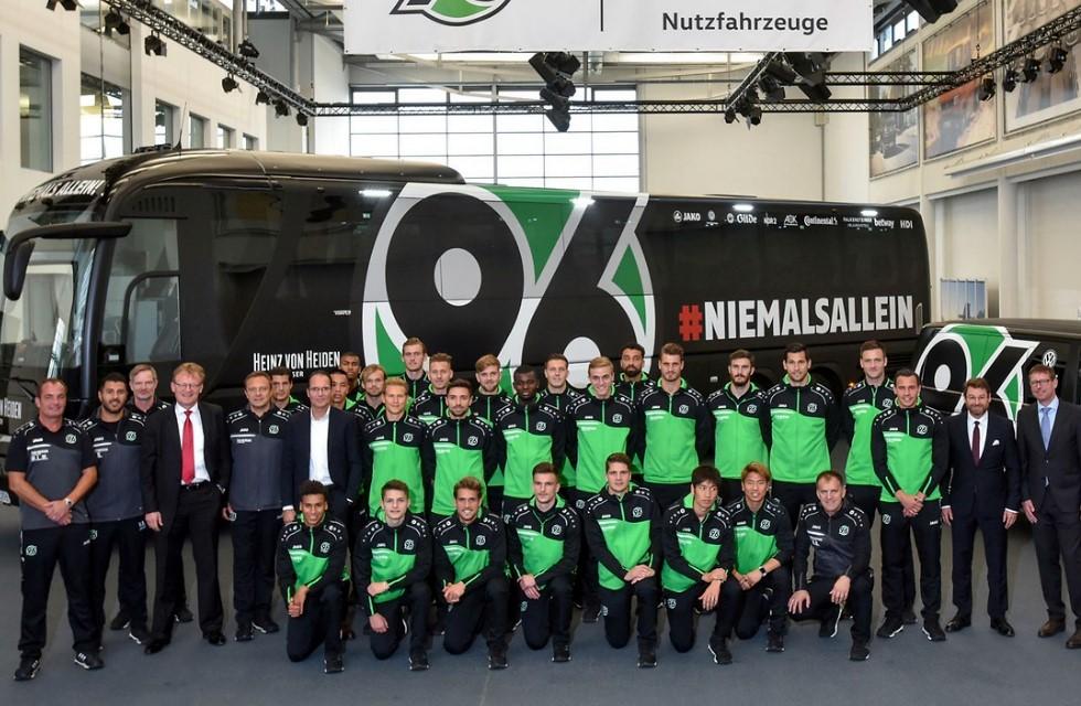 Vogtländer statten Mannschaftsbus für Hannover 96 aus