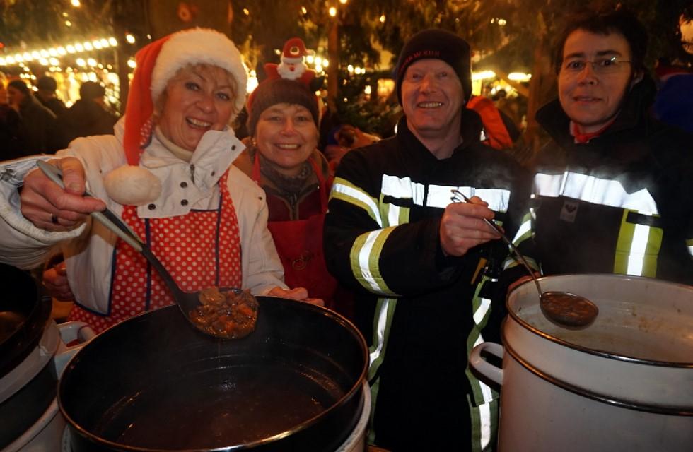 Plauener Feuerwehr und Polizei erkochen 1227 Euro