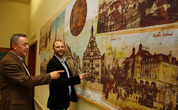 Unternehmen aus Plauen rollt Rathaus den Teppich aus