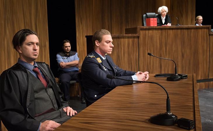 Terror - Schauspiel von Ferdinand von Schierach Foto Peter Awtukowitsch