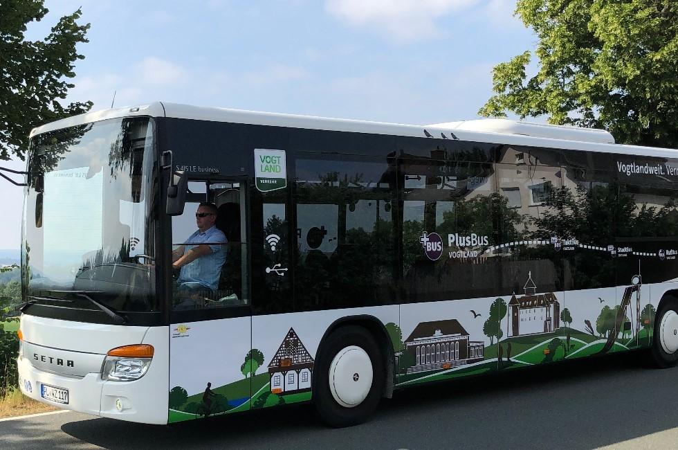 Rufbus rollt zwischen Neundorf und Plauen