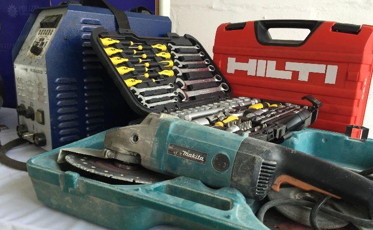 Werkzeuge und Baumaschinen