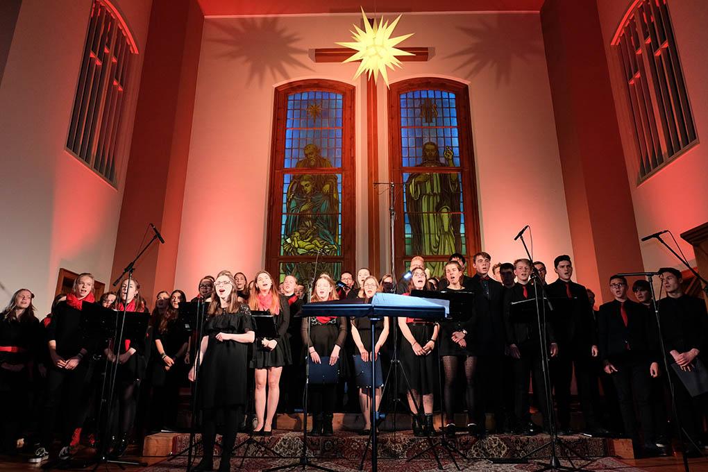 Chor-Singen-Weihnachtsmarkt-Plauen