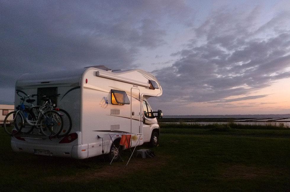 Camper-Meer-Wasser-Camping