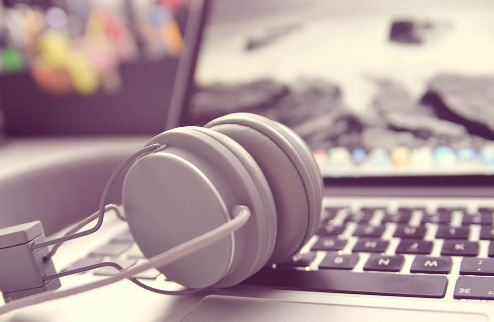 Headset-Streaming-Laptop-Vogtland-Spitzenstadt