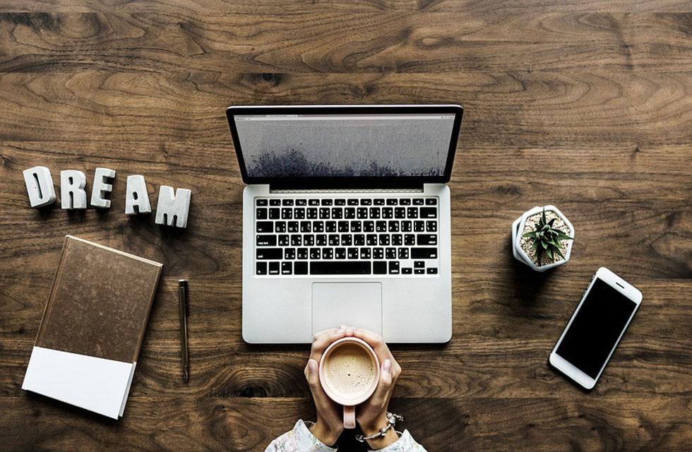 Homeoffice-Arbeitsplatz-Desk-Arbeit