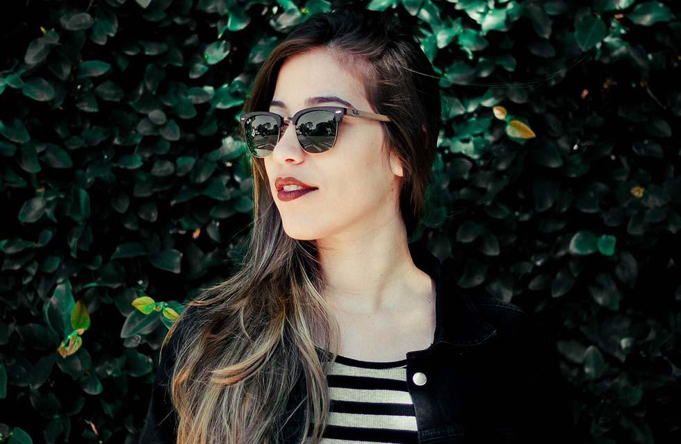 Sonnenbrille-Frau-Einkauf