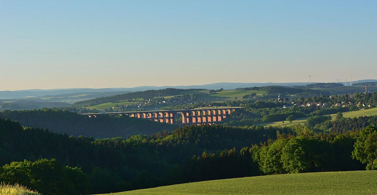 Vogtland-Viadukt-Landschaft-Göltzschtal