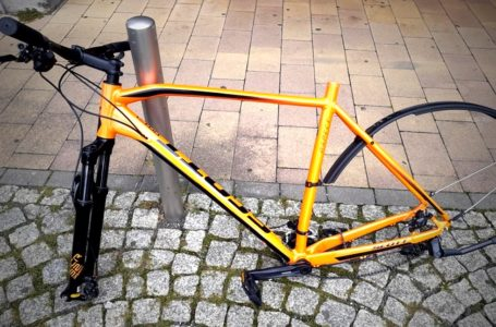 Mountainbike in Plauen zerlegt und Teile gestohlen