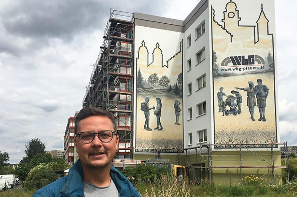 André Wolf verschönert Plattenbau