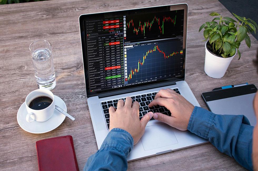 Aktien-Kurse-Trading-Laptop-Boerse