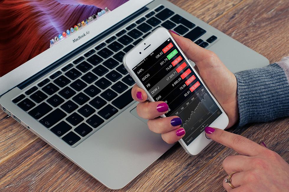 Boerse-Smartphone-Kurse-Online-Laptop-Aktien