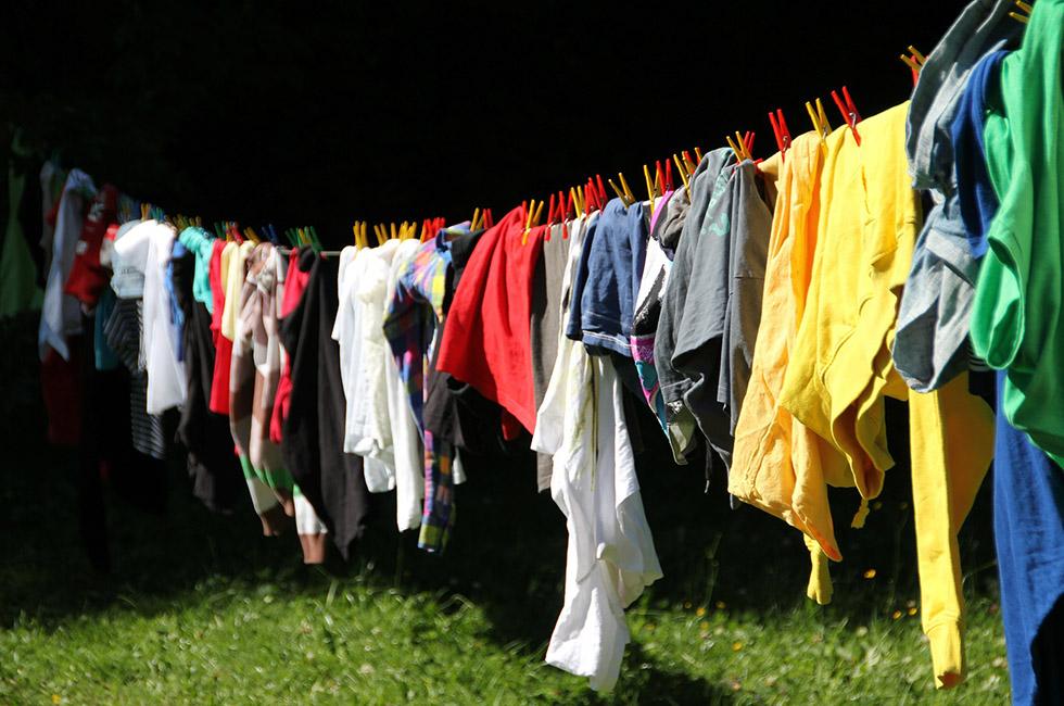 Klamotten-Wäsche-Kleider-Waschen