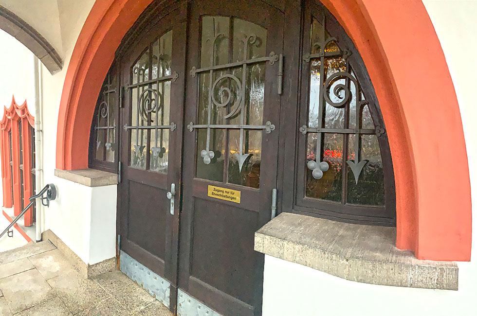 Standesamt-Rathaus-Plauen-Spitzenstadt-Vogtland-Tür-Rathaustreppe
