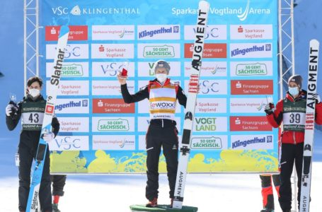 Die Sieger des Wochenendes: Markus Schiffner (Mitte), Cene Prevc (li.) und Manuel Fettner. Foto: Konstanze Schneider/VSC Klingenthal