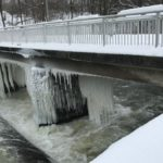 Eiszapfen an der Talsperre Pirk