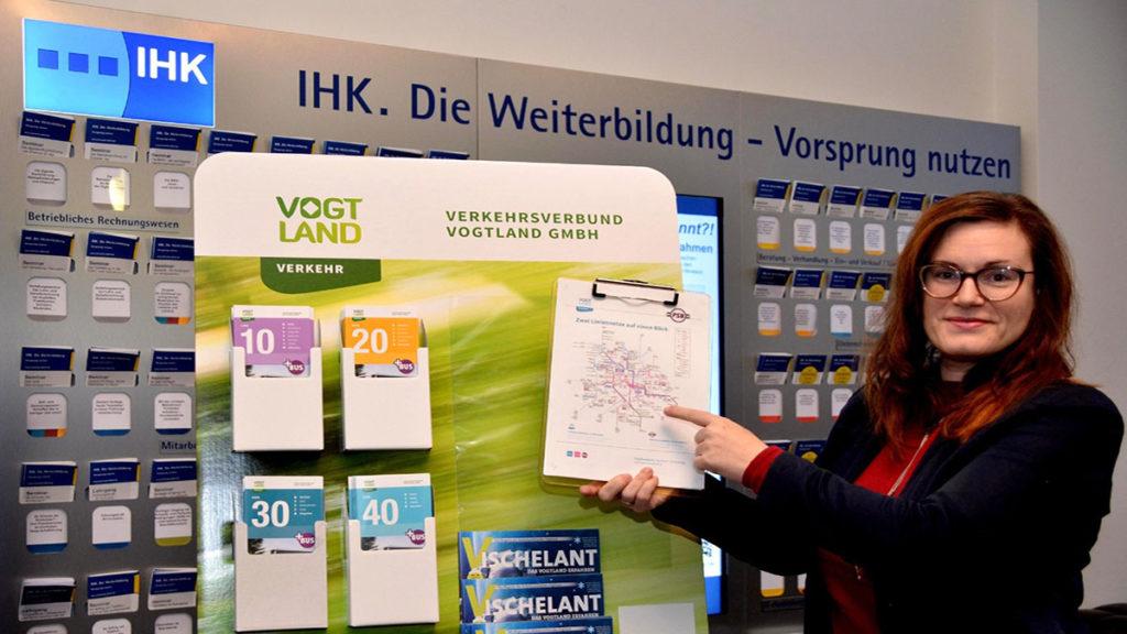 asasIn der IHK Regionalkammer Plauen nahm Geschäftsführerin Sina Krieger den Infostand Nummer 75 persönlich in Empfang. Foto: Verkehrsverbund Vogtland
