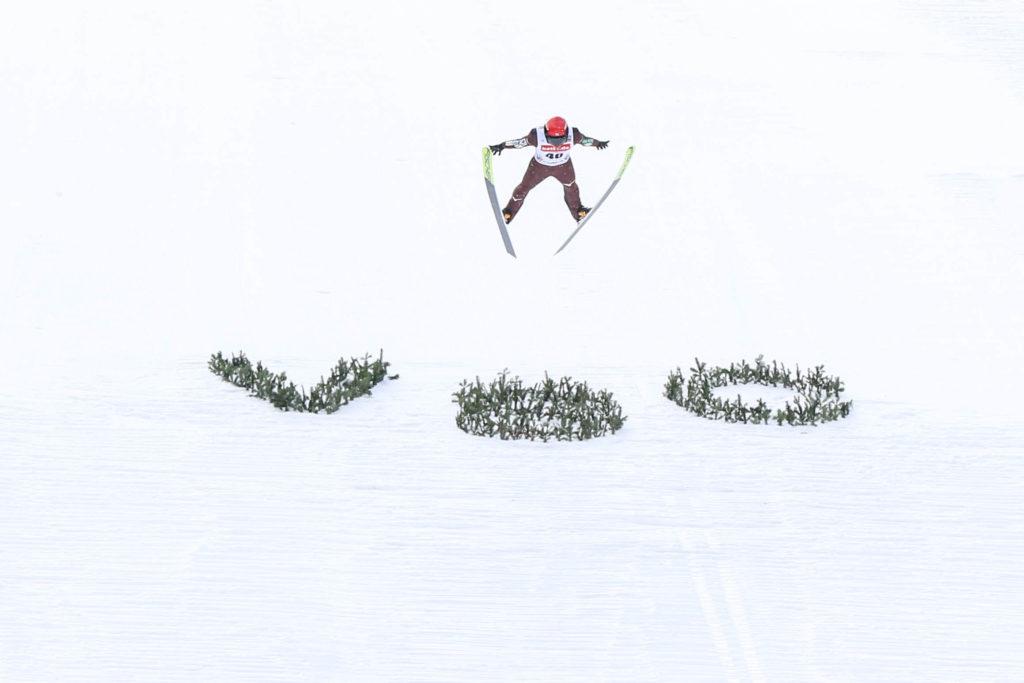 Ryota Jamamoto fliegt zum neuen Schanzenrekord auf 149 Meter. Foto: VSC / Konstanze Schneider