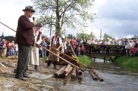 Flößerei als Immaterielles Kulturerbe der Menschheit vorgeschlagen. Foto: Vogtländischer Flößerverein Muldenberg