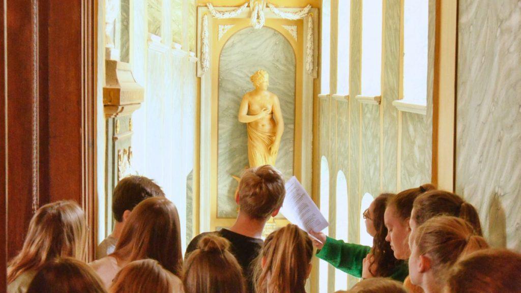 Schüler besuchen das Vogtlandmuseum in Plauen. Foto: Uwe Fischer