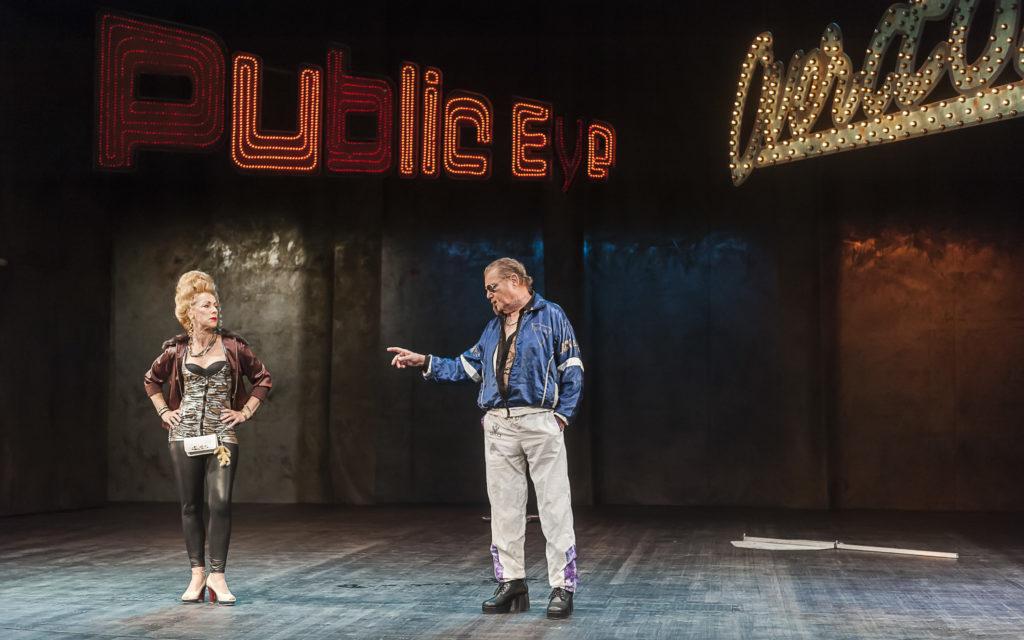 Maß für Maß - Komödie von William Shakespeare. Im Bild: Ute Menzel und Fred Schmidt. Foto: Theater Plauen-Zwickau